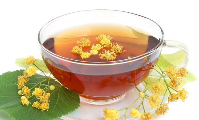 Festsitzender Husten oder Fieber? Da hilft die abgebildete Tasse Lindenblütentee.