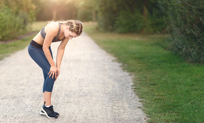 Häufig steckt zu viel, falscher oder zu wenig Sport hinter Gelenkbeschwerden. Wir verraten, was Knieschmerzen noch auslösen kann und was sie in Zaum hält
