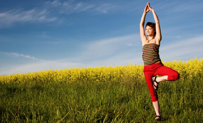 Schwindel - Übungen können das Gleichgewicht traineren und Schwindelbeschwerden verringern.