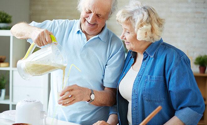 Älteres Paar macht eine Formula-Diät