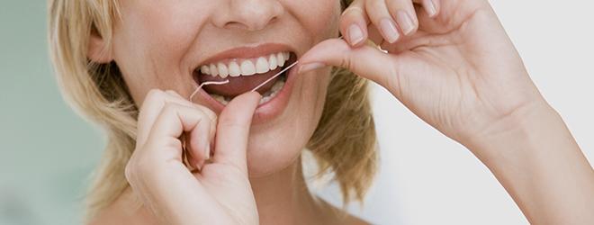Die Basis der Parodontitisbehandlung: eine gründliche Reinigung beim Arzt und zu Hause