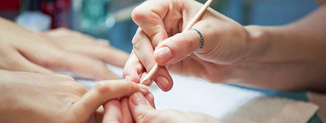 Maniküre gegen Fingernägel Rillen