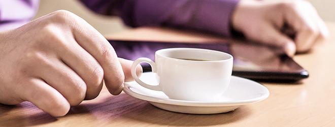 Begünstigen eine Gastritis: Kaffee und Zigaretten