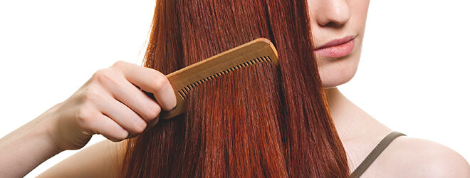 Sanft zu den Haaren: Kämme und Bürsten aus Holz oder Horn