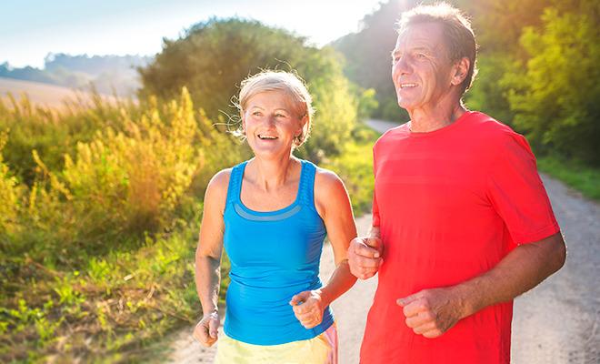 Ein Paar beim Joggen: Diabetes und Bewegung passen bestens zusammen