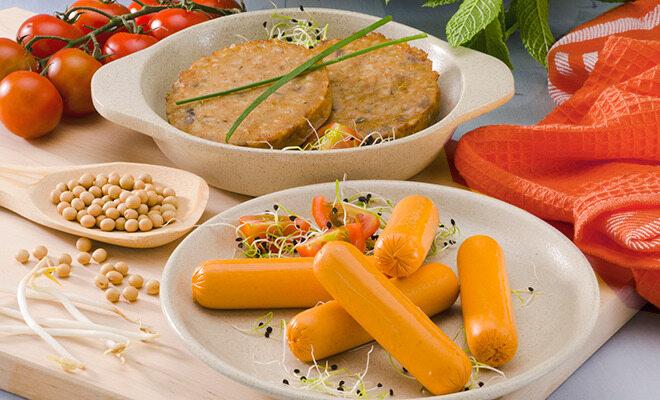 Würstchen für Vegetarier aus Fleischersatz