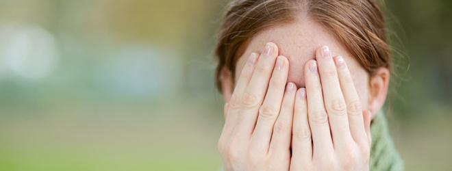Das große Problem für die Patienten: Sie tragen ihre Erkrankung mitten im Gesicht