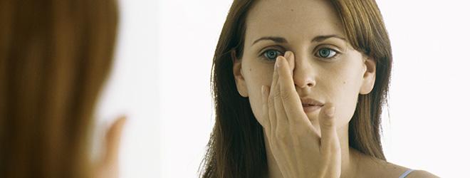 Wirkstoffhaltige, verschreibungspflichtige Lotionen können die Symptome lindern