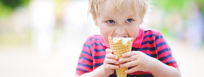 Karies-Bakterien leben vom Zucker, den wir uns schmecken lassen