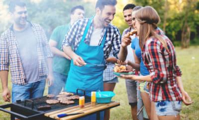 Lebensmittelvergiftung: Was gestern noch so gut geschmeckt hat, kann heute schon Bauchschmerzen bereiten. Wir verraten, wie Sie sich schützen.
