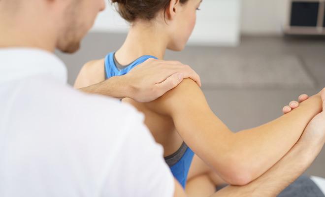 Schon junge Menschen können unter Schulterschmerzen leiden