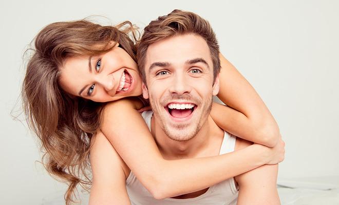 Gesund und attraktiv: So wirken weiße Zähne