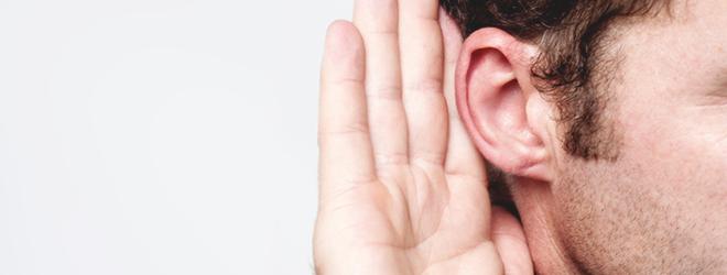Wenn die Hörkraft von der einen Sekunde auf die andere nachlässt, kann ein Hörsturz voerliegen