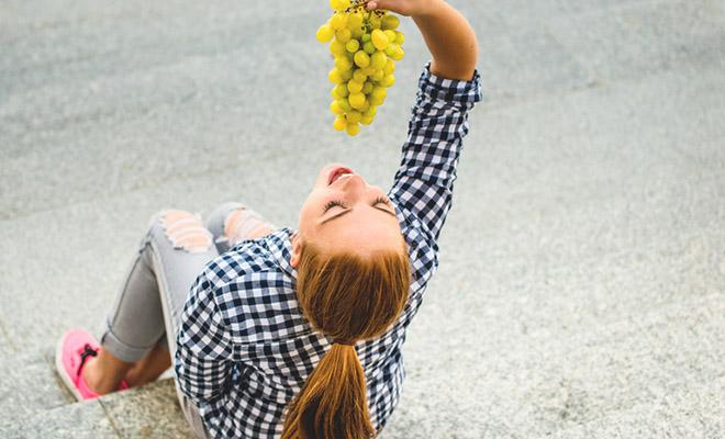 Wer viel Obst und Gemüse isst, kann sein Brustkrebsrisiko senken, sagen Wissenschaftler.