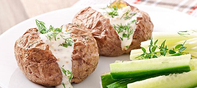 Ofenkartoffeln mit Kräuterquark.