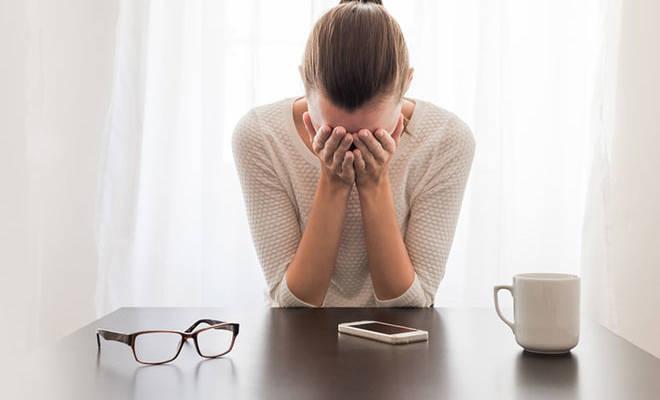 Die Hormonspiegel verändern sich und PMS-Depression stellt sich ein