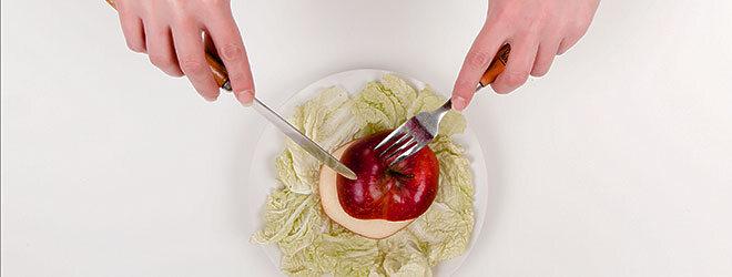Jo-jo-Effekt: Apfel und Salat zu Mittag