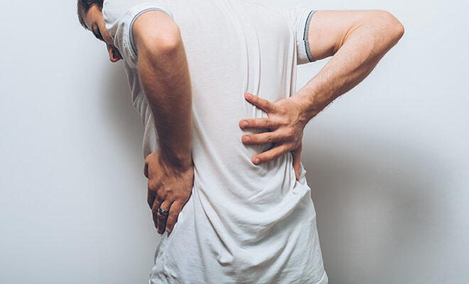 Wir verraten die besten Sofort-Maßnahmen im Fall von Rückenschmerzen