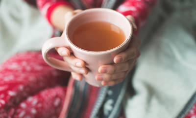 Eine Erkältung schlägt oft auch auf die Stimme. Was hilft: Diese Hausmittel gegen Heiserkeit