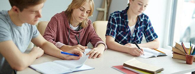 Junge Menschen, die unter Stress stehen