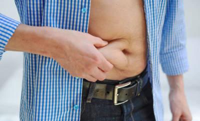 Bauchfett zum Schmelzen bringen: Oft fällt es schwer, gezielt am Bauch abzunehmen.