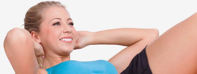 Bauchmuskeln stärken mit Sit-Ups.