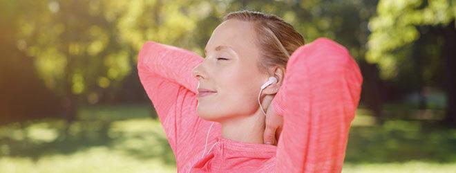 Umstellung auf Sommerzeit: Morgens Sonne tanken hilft gegen die Müdigkeit.