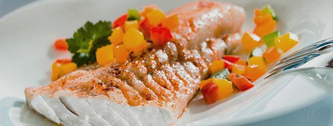 In der zweiten Phase der Dukan-Diät sind Gemüsebeilagen erlaubt, zum Beispiel Paprika zu Fisch