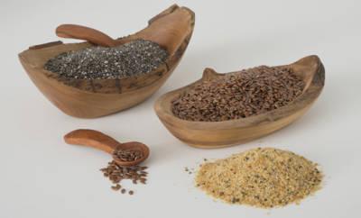 Leinsamen und Chiasamen enthalten u.a. viele Mineral- und Ballaststoffe.