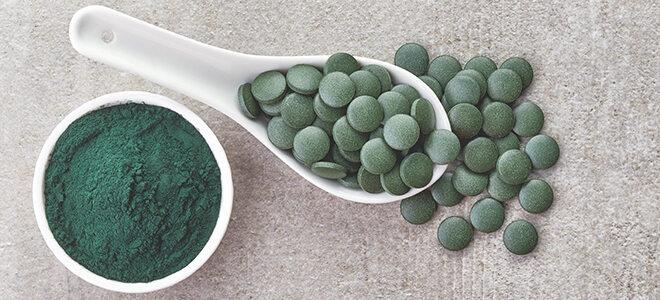 Spirulina Algen: als Pulver und Tabletten