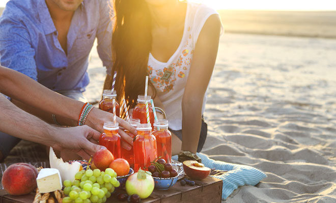 Sommer, Sonne, Freunde, und dazu leckere und gesunde Sommerdrinks.