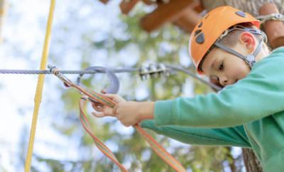 Klettern ist eine spannende Sommersportart für Kinder