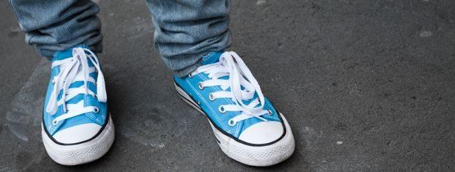 Schweißfüße entstehen häufig durch falsches Schuhwerk.