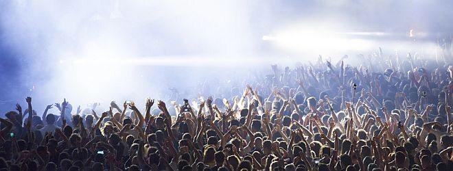 Menschenmenge bei Konzertauftritt