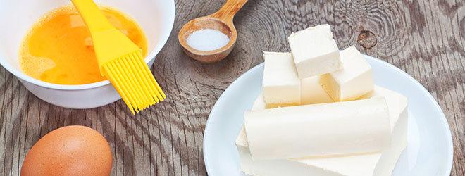Butter, Kochlöffel, Eier