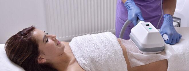 Die Kältetherapie kann helfen, den Bauchumfang zu reduzieren.