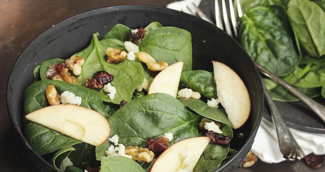 Spinatsalat mit Apfel und Walnuss