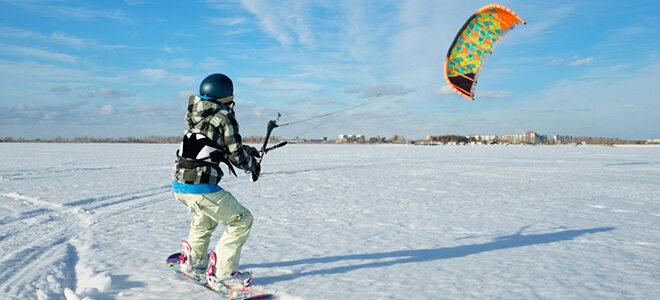 Snowkiten ist eine rasante Wintersportart