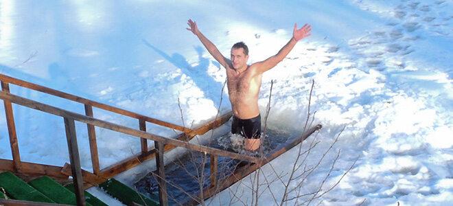 Eisbaden stärkt das Immunsystem und fördert die Durchblutung.