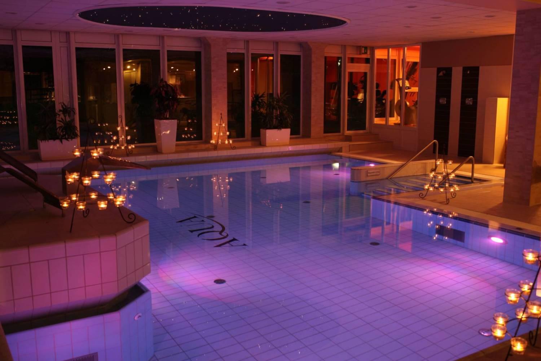 Schwimmbad im Trihotel am Schweizer Wald