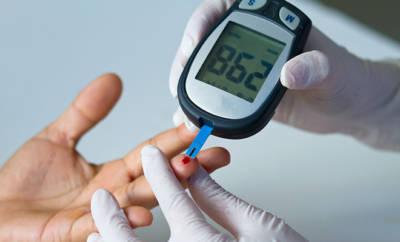 Blutzuckermessgerät, um den Glukosegehalt im Blut zu bestimmen.