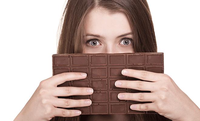 Appetit auf Süßes: womöglich der Beginn einer Migräneattacke.