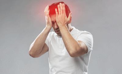 Eine Stirnhöhlenentzündung kann sehr schmerzhaft sein.