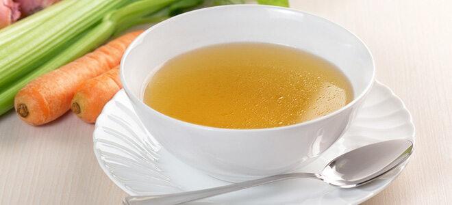 Brühe ist eine beliebte Flüssigkeit beim Fasten.