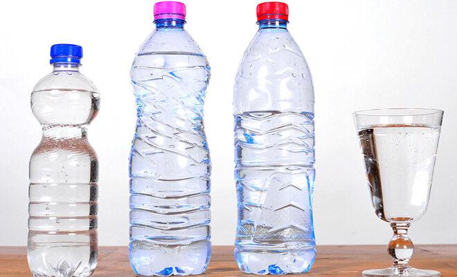 Beim Fasten bekommt der Körper fast nur Flüssigkeit und keine feste Nahrung.