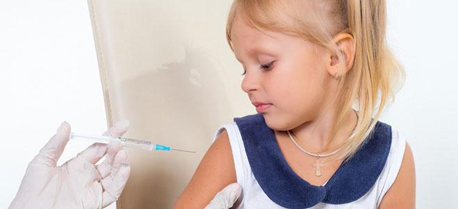 Eine Impfung kann vor einigen Erregern schützen.