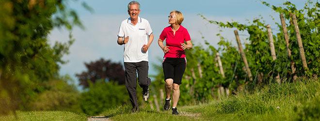 Senioren beim laufen.
