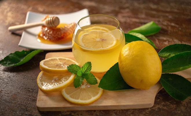 Husten bei Heuschnupfen Honig und Zitrone