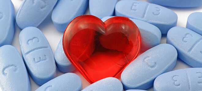 Viagrapillen mit einem Herz.