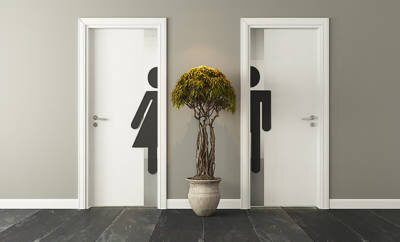 Toiletten-Türen auf grauen Hintergrund.